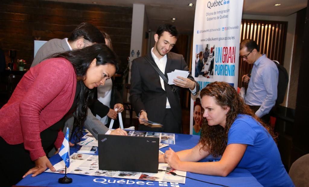 Resultado de imagen para personas buscando empleo colombia